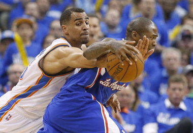 The long arms of Thabo Sefolosha make Jamal Crawford frustrated.