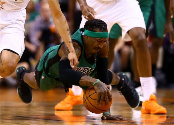 Gerald Wallace is one of the best divers in the NBA.